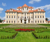 CHATEAU HOTELS & CASTLE HOTELS